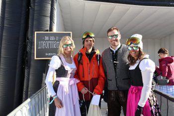"""<p class=""""caption"""">Tine Huber, Adrian Hildebrandt, Bernd Knünz und Katja Wirth bei strahlendem Sonnenschein in Lech.</p>"""