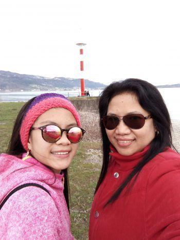 """<p class=""""caption"""">Dona und Melina schicken Frühlingsgrüße aus Bregenz am Bodensee.</p>"""