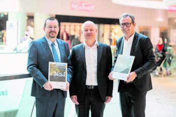 V.li.n.re.: Messepark-Geschäftsführer Burkhard Dünser, Dr. Joachim Will von ecostra und DI Bernhard Ölz, Vorstand der Prisma Holding AG. Foto: Robert Fritz