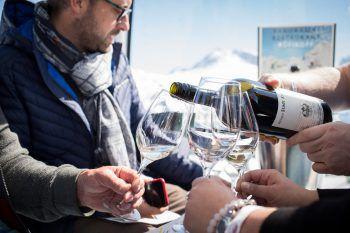 Wein-Genuss in der Gondel gibt es am Samstag am Arlberg. Foto: Florian Lechner