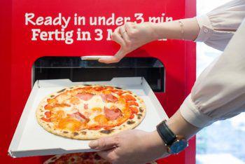 """<p>Wien. Gewöhnungsbedürftig: Bei der Premiere von """"Let's Pizza"""" gibt es Pizza aus dem Automaten.</p>"""