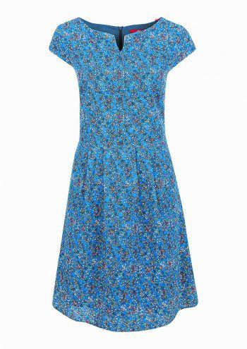 """<p class=""""caption"""">Zarte Blümchen verleihen dem Kleid und auch der Trägerin einen Hauch von Romantik.Preis: 69,99 Euro</p>"""