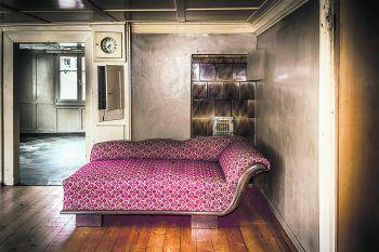 <p>Zeitlos: Ein Ausnahmezustand in einem Gebäude im Raum Dornbirn. Die Mobelstücke sind zum Teil noch sehr gut erhalten.</p>