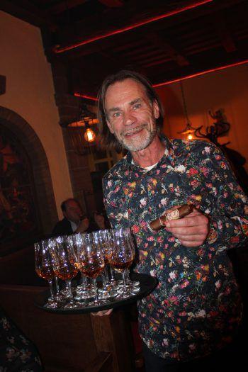 """<p class=""""caption"""">Zigarren-Experte Wolfgang Graf.</p>"""