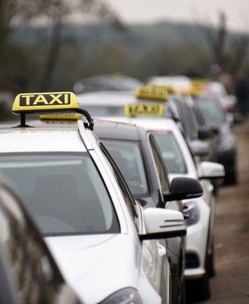 Ein Taxifahrer eilte Kollegen zu Hilfe und hinderte den Täter an der Flucht. Foto: APA