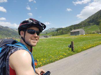 <p>Für Stefan gibt es nichts Besseres bei diesem Wetter, als hinauf aufs Mountainbike und ab in die Natur.</p>