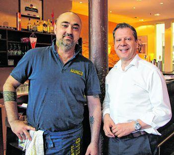 """<p class=""""caption"""">Pizzeria-Chef Denis mit Markus Borg.</p>"""