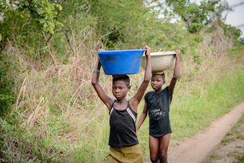 """<p class=""""caption"""">Das Projekt unterstützt die Menschen in Togo durch Sicherheit der Versorgung für Kinder und Familien.</p>"""