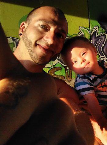"""<p class=""""caption"""">Der kleine Lio (10 Monate) mit seinem stolzen Papa.</p>"""