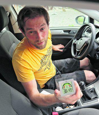 In nur 20 Minuten stieg die Temperatur beim Selbsttest im Auto von knapp unter 30 auf über 38 Grad Celsius.Fotos: LP, Rotes Kreuz, handout/ÖAMTC, Privat