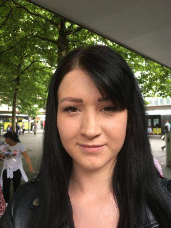 """Iris, 24, Dornbirn: """"Ich glaube schon, dass ich mir ein paar Spiele ansehen werde. Vor allem dann, wenn es langsam spannend wird. Ich könnte mir auch vorstellen, zum Public-Viewing zu gehen."""