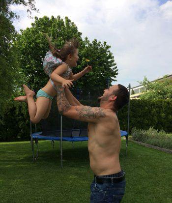 "<p class=""caption"">Papa Michael mit seiner geliebten Tochter Joline.</p><p class=""caption"" />"