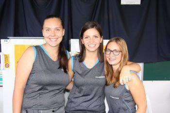 "<p class=""caption"">""Bar-Team"": Daniela, Angi und Sarah.</p>"