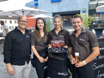 "<p class=""caption"">Brotbar Chef Wilfried Begle mit seinem Team.Fotos: Franz Lutz</p>"