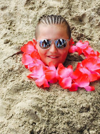 """<p class=""""caption"""">Colin aus Wolfurt am Strand auf Mallorca in Calla Millor.</p>"""