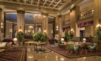"""<p class=""""caption"""">Das Roosevelt Hotel NYC überzeugt mit luxuriösem Ambiente im Stil der 20er-Jahre. </p>"""