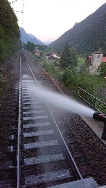 Die Feuerwehren wurden zum Einsatz an der Bahnlinie alarmiert.Foto: Feuerwehr, ÖBB