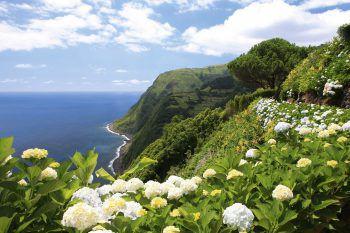 Die Reisenden erwarten traumhafte Landschaften und zahlreiche kulturelle Highlights auf den Inseln der Azoren. Foto: Weiss Reisen