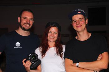 """<p class=""""caption"""">Drei Poolbar-Fotografen unter sich: Matthias, Eva und Matthias.</p>"""