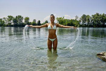 Milena badet im Sommer gerne beim Alten Rhein in Lustenau.Foto: Andy Sillaber