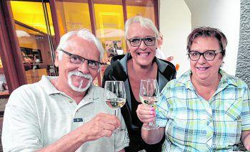 """<p class=""""caption"""">Heinz und Dolores Hosp mit Bianca Türtscher.</p>"""