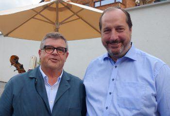 "<p class=""caption"">Joschi Walch mit Hannes Konzett.</p>"