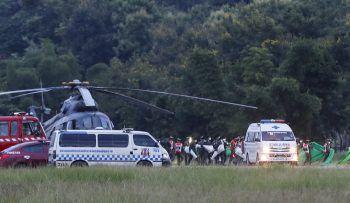 """<p class=""""caption"""">Mit Hubschraubern und Krankenwagen wurden die Geschwächten in die nächstliegenden Krankenhäuser transportiert.</p>"""