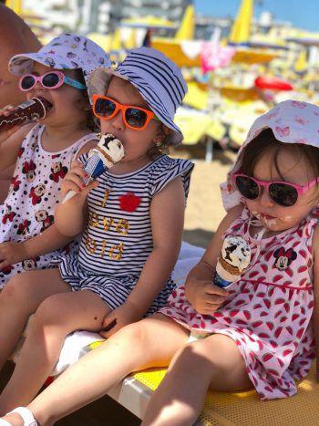 """<p class=""""caption"""">Natalija mit ihren Schwestern in Bella Italia!</p>"""