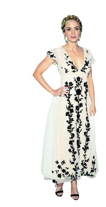 """New York. Elegant: Schauspielerin Emily Blunt in einem extravaganten Kleid bei der """"Freeing Voices Changing Lives"""" Benefiz-Gala. Fotos: AFP, Reuters, AP, APA"""