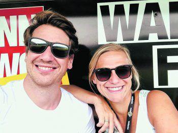 """<p class=""""caption"""">Verliebt in den SCRA: W&W-Fanbank-Gewinner Xaver und Tina Mühlbauer.</p>"""
