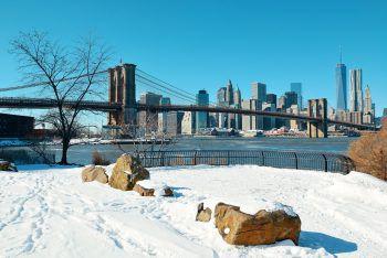 Winter in Manhattan – das ist Romantik pur. Den besten Blick auf die weltberühmte Skyline bietet ein Ausflug nach Brooklyn. Fotos: Shutterstock, handout/Sunshine Tours