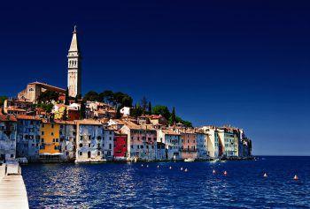 """<p class=""""caption"""">An der Küste Kroatiens gibt es viele schöne Plätze zu entdecken.</p>"""