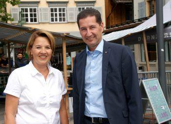 "<p class=""caption"">Andrea Kaufmann mit Harald Giesinger (Sparkasse).</p>"