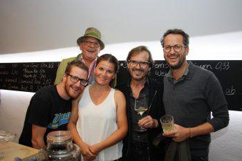 "<p class=""caption"">Andreas, Judith, Mandi, Bernie und Patrick im Lauter Wein.</p>"