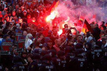 Bei den Ausschreitungen in Deutschlanld wurden mindestens 20 Menschen verletzt.