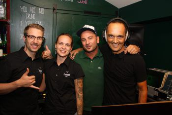 "<p class=""caption"">Das Bunt-Team Max, Nani Mock, Claudia und DJ Hannes Jochum.</p>"
