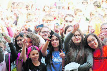 Das junge Publikum beim Anblick der Stars.Foto: VOL.AT, handout/Chaosflo44/Franz Semmelmeyer, Diego5
