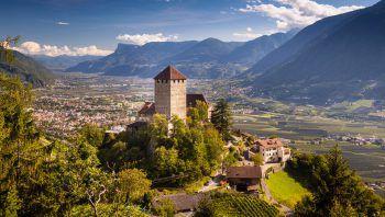 Das Südtirol lockt mit schönen Landschaften und geschichtsträchtigen Bauwerken.