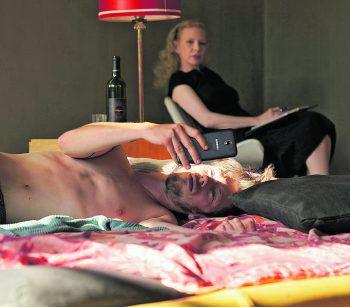 """David (Max Mauff) sucht bei """"Safari"""" irgendwas zwischen Sex und Liebe. Foto: Constantin Film"""