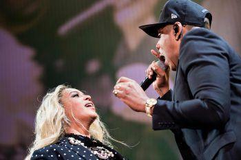 Dem Musiker-Paar geht es gut – bei dem Tumult nach der Show ist zum Glück nichts passiert.Fotos: AFP