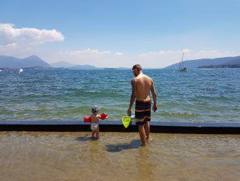 """<p class=""""caption"""">Der kleine Samuel und Andreas im Urlaub in Italien.</p>"""