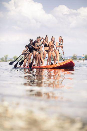 Ein Highlight des SUP the Lake-Wochenendes: das Riesen-SUP. Es sorgte bei Groß und Klein für jede Menge Spaß auf dem wunderschönen Bodensee.