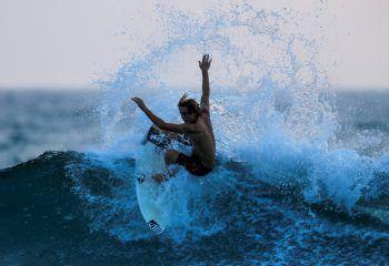 Encinitas. Amtlich: Gouverneur Jerry Bill hat ein Gesetz unterschrieben, das besagt, dass Surfen ab sofort die offizielle Sportart Kaliforniens sei.