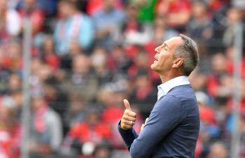 Frankfurt-Coach Adi Hütter holt einen wichtigen Auftaktsieg in Freiburg. Foto: AFP