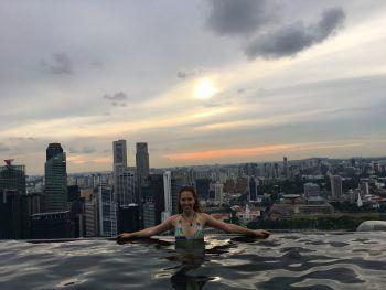 "Gloria in Singapur, bei den ""Marina Bay Sands"". Fotos: handout/privat"