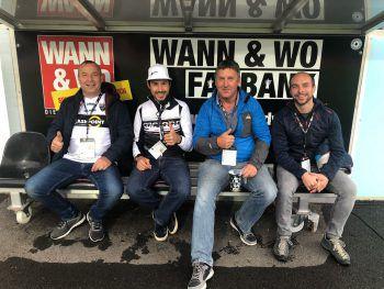 """<p class=""""caption"""">Gute Stimmung auf der WANN & WO-Fanbank. Foto: Lutz</p>"""