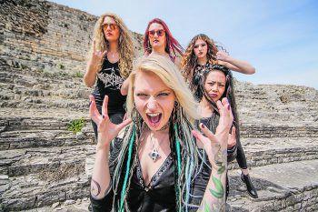 """Headliner sind die Rockröhren """"Burning Witches"""" aus der Schweiz.Fotos: handout/Hard & Heavy"""
