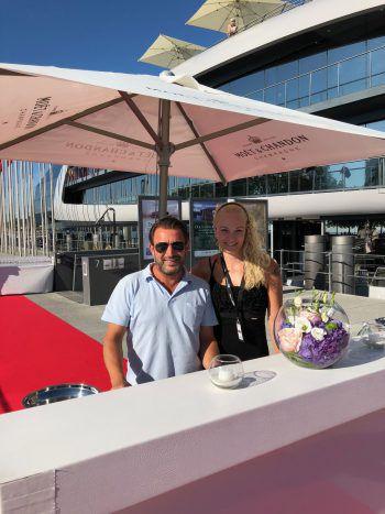 """<p class=""""caption"""">Lukas Marberger und Daniela Bereuter sorgten für ein reibungsloses Boarding der Gäste.</p>"""