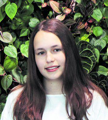 """<p>Michelle, 16, Hörbranz: """"Ich habe mir seit längerer Zeit überlegt, ob ich Informatik studieren soll. Dadurch habe ich mich hier beim ,Code Base' Camp angemeldet und staune, wie schnell man das Programmieren lernen kann. In Zukunft würde ich mich gerne mehr mit dem Thema Datenschutz beschäftigen.""""</p>"""