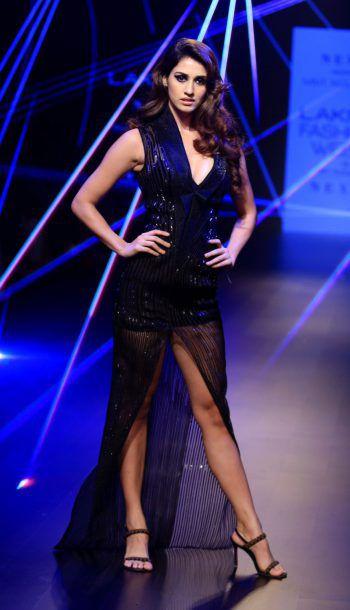 Mumbai. Sexy: Schauspielerin Disha Patani auf dem Laufsteg. Fotos: AFP, Reuters, AP, APA